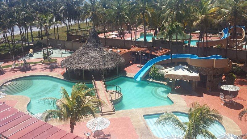 Apartamento en Tucacas con hermosa vista a la playa, vacation rental in Morrocoy National Park