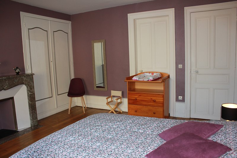 Big villa with swimming-pool & Wifi, vacation rental in Le Chesne