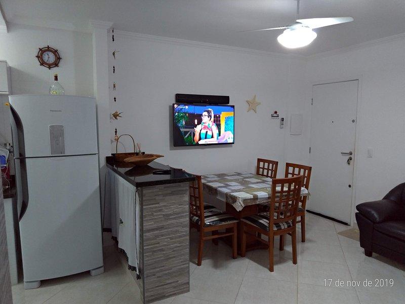Lindo apartamento a 400 mts da praia do Sapê, vacation rental in Ubatuba