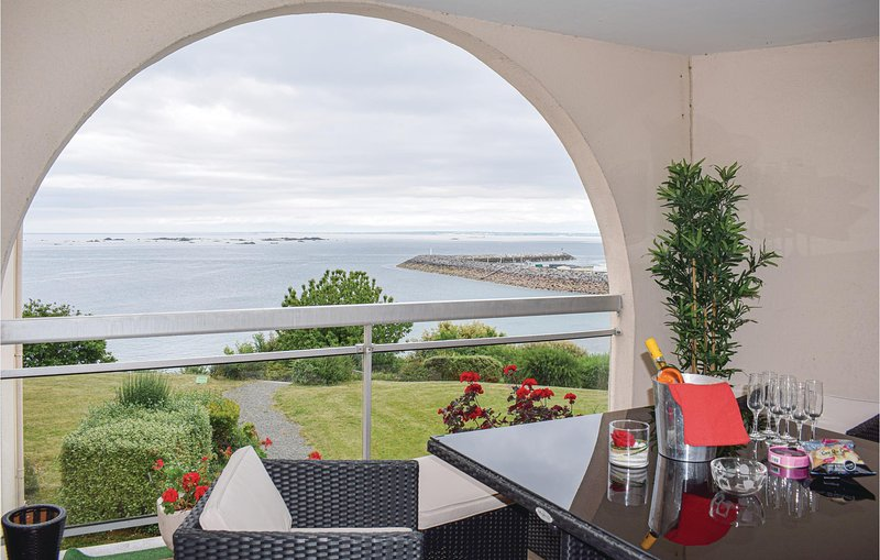 Amazing apartment in Saint Quay Portrieux with WiFi and 3 Bedrooms (FBC689), holiday rental in Saint-Quay-Portrieux
