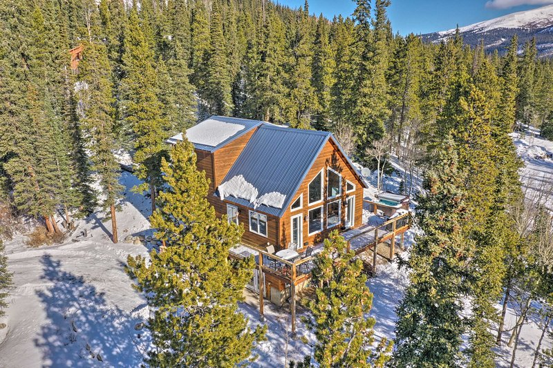 NEW! Rocky Mtn Escape w/ Hot Tub, 16 Mi to Breck!, alquiler de vacaciones en Alma
