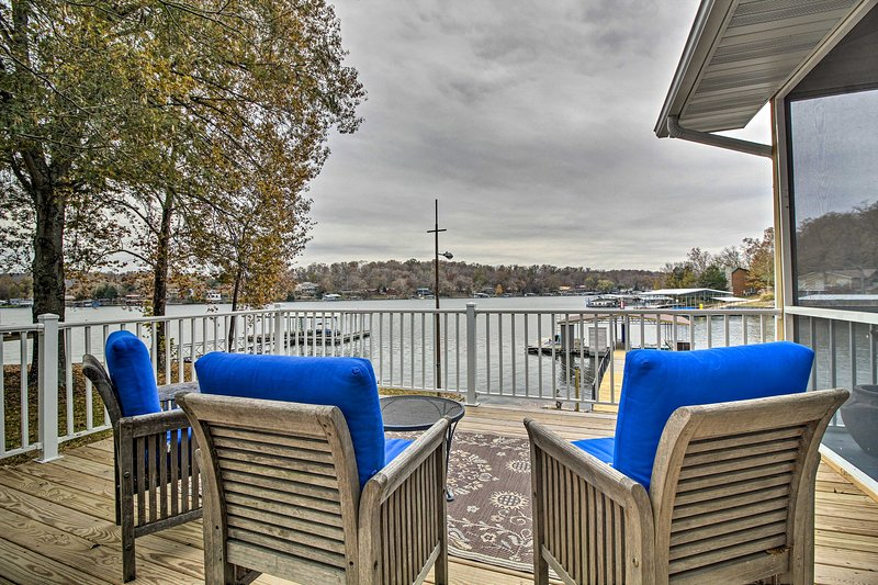 'Lily Pad' Waterfront Oasis on Lake of the Ozarks!, holiday rental in Stover