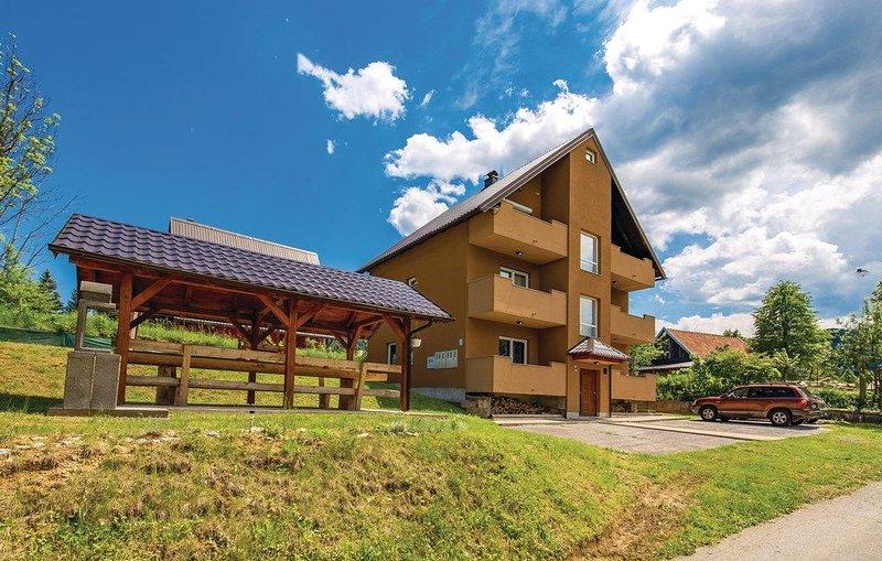 Jasenak Apartment Sleeps 6 with Pool and Air Con - 5820026, holiday rental in Otok Ostarijski