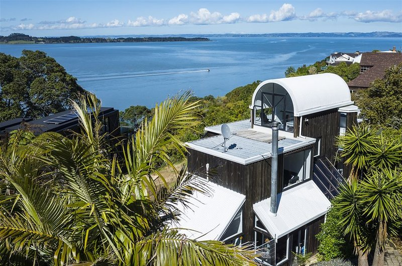 Extensive sea views, tranquil country living&more, holiday rental in Manukau