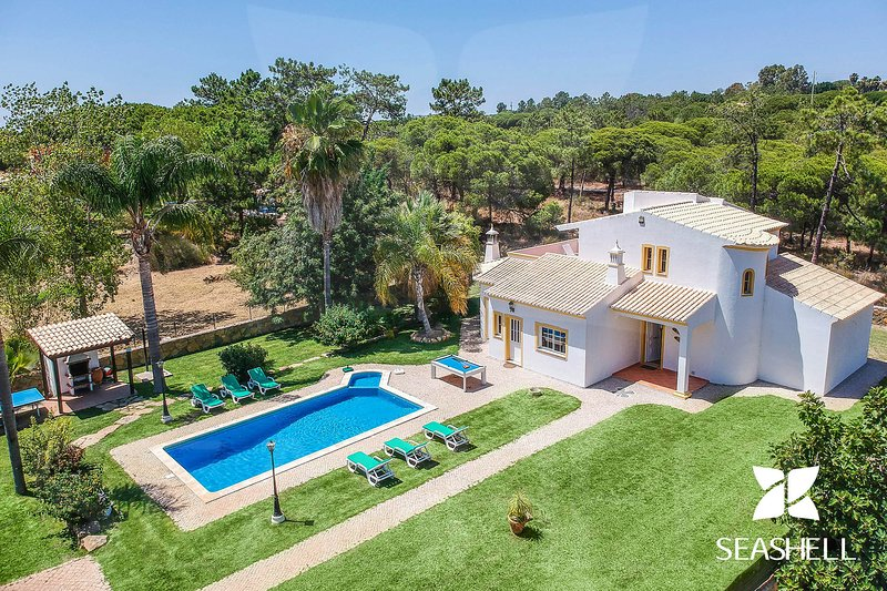 Villa Ludo, holiday rental in Vale do Garrao