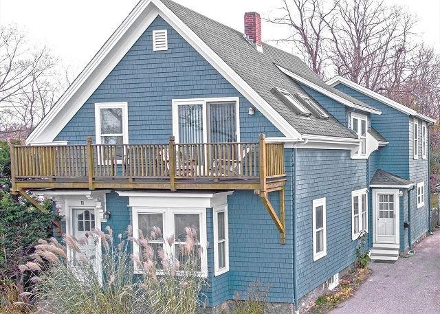 Helena House: European flair, close to Plum Cove Beach., casa vacanza a Essex