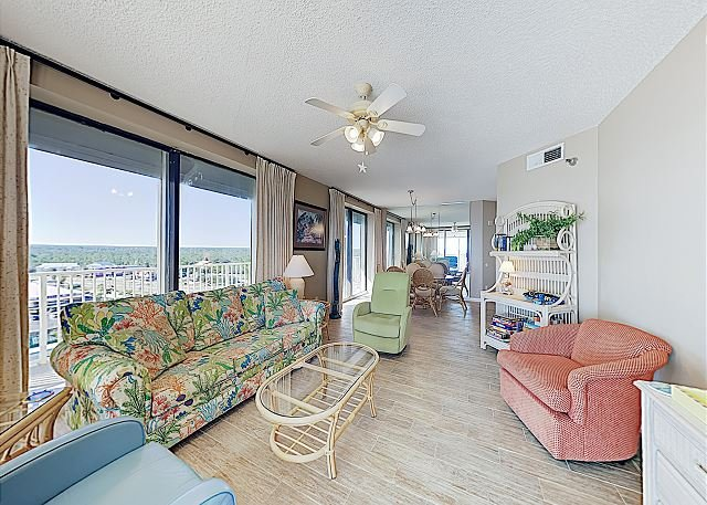 Beachfront Corner Unit w/ Pools & Gym, alquiler de vacaciones en Orange Beach