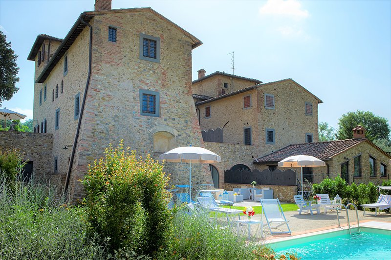 Villa Spicciano, Lovely 6 bedroom villa in the Chianti area with pool and A/C, holiday rental in Sambuca