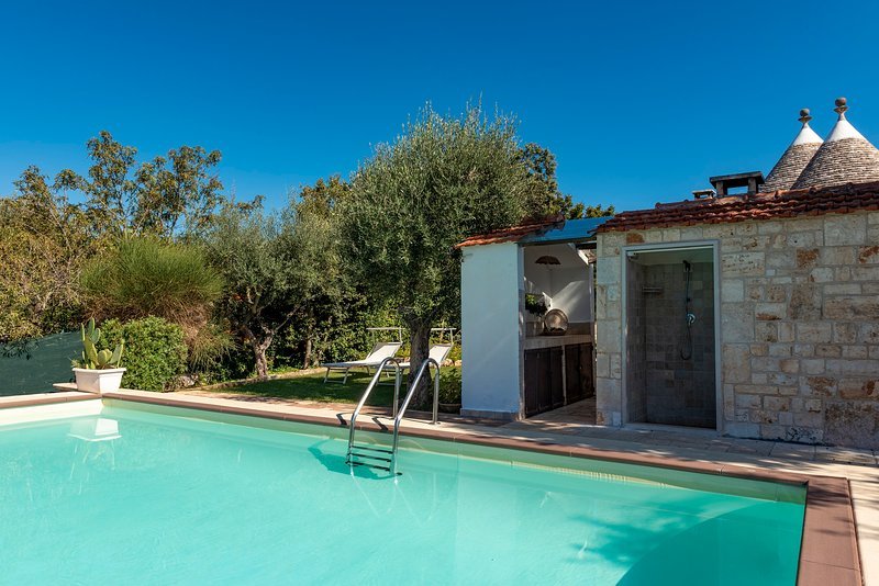 Charming Trulli with Pool for 8 people in Monopoli's countryside, holiday rental in Macchia di Monte