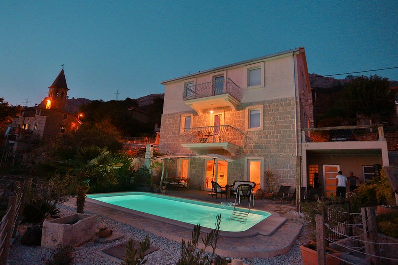 Holiday Home Skyline with Pool, holiday rental in Kucine