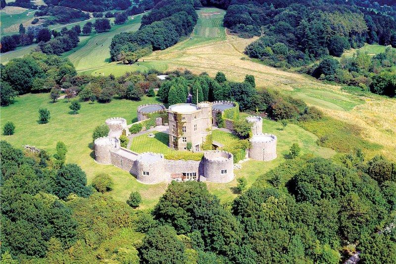 Walton Castle, holiday rental in Magor