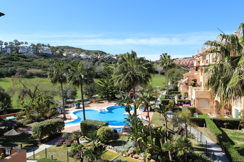 La Almadraba 425:Lovely Apartment at walking distance from Puerto de la Duquesa., holiday rental in Pueblo Nuevo de Guadiaro