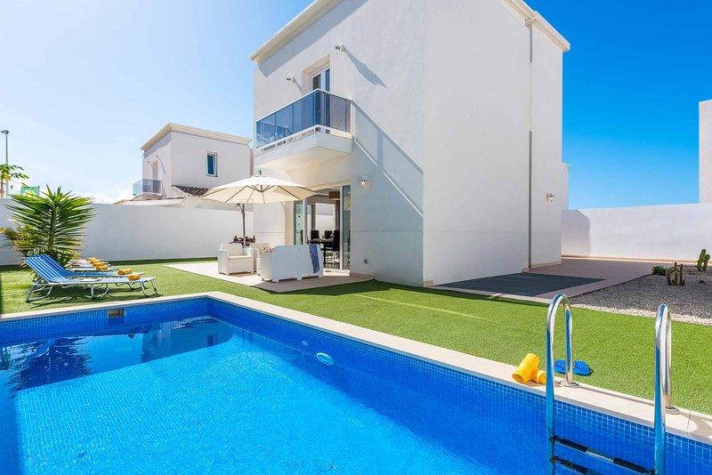 Villa Belladonna, holiday rental in La Caleta