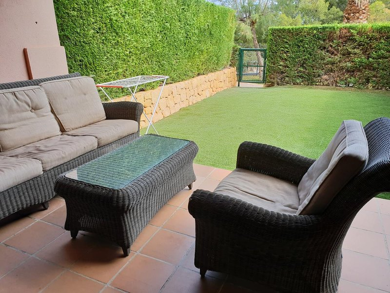Spacious house with shared pool, holiday rental in Finestrat