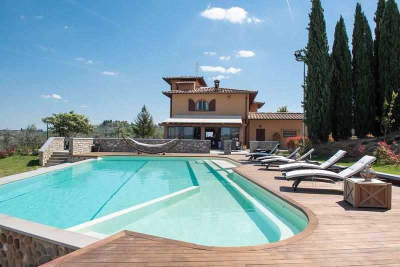 Amazing villa with swimming-pool, alquiler vacacional en Montegufoni