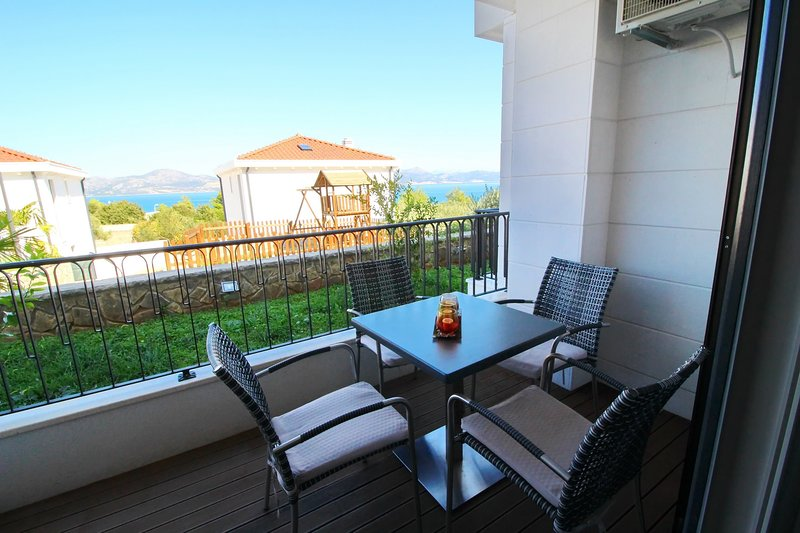 Apartments Kula - One-Bedroom Apartment with Terrace and Sea View-A2, holiday rental in Drace