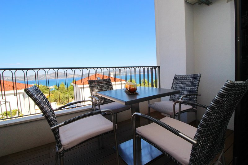 Apartments Kula - Comfort One Bedroom Apartment with Balcony and Sea View-A4, casa vacanza a Janjina