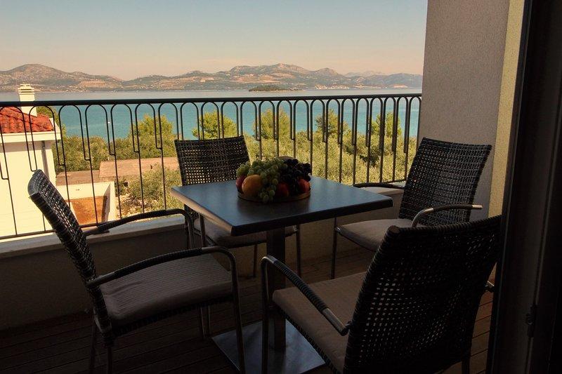 Apartments Kula - Comfort One Bedroom Apartment with Balcony and Sea View-B3, casa vacanza a Janjina