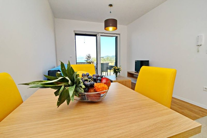 Apartments Kula - Two Bedroom Apartment with Terrace and Sea View C4, casa vacanza a Janjina