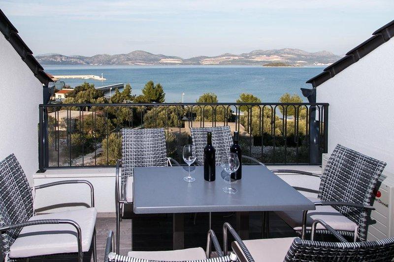 Apartments Kula - Three Bedroom Apartment with Balcony and Sea View-B5, casa vacanza a Janjina