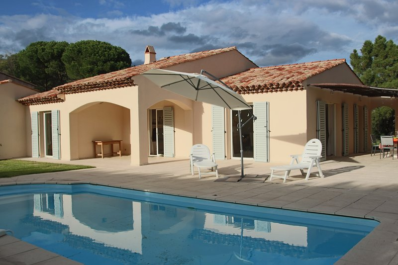 Le Mas Big'Amac with pool, airco and big private garden, holiday rental in Plan de la Tour