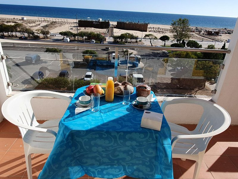 Beautiful apartment with sea view, alquiler vacacional en Sao Bartolomeu