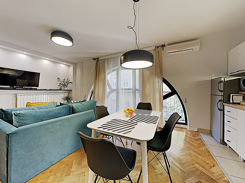 Belgrade Gem ✮ New & Refurbished Stylish Central Home ✮, vacation rental in Belgrade