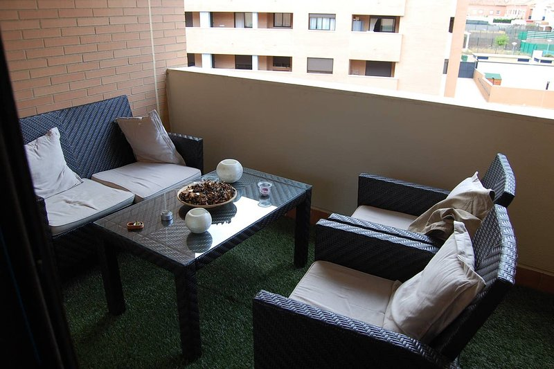 Nice apartment with shared pool, casa vacanza a Gelves