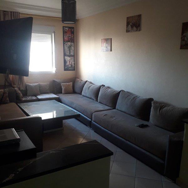 Nice apartment with balcony & Wifi, alquiler de vacaciones en Ait Melloul
