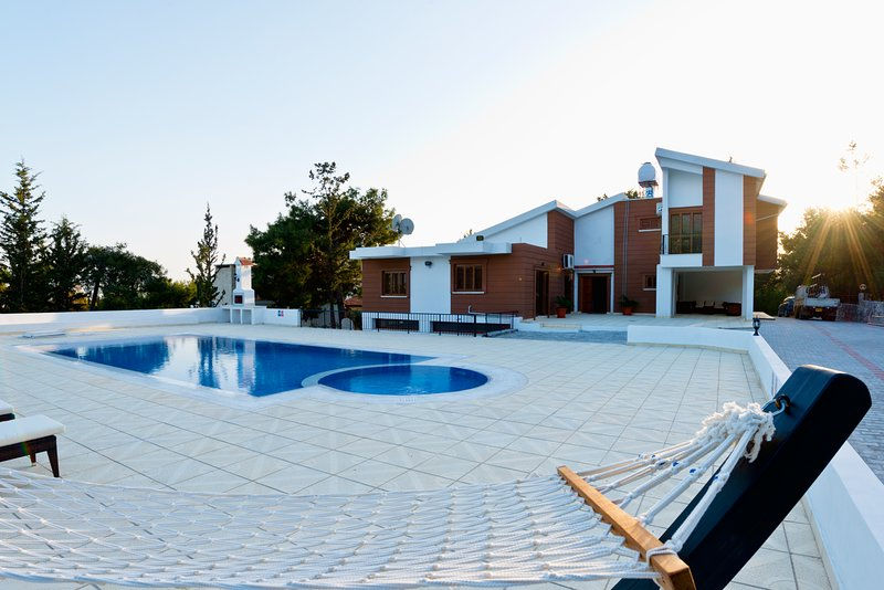 3/4 acre of perfect retreat Kazim woodlands, holiday rental in Peristerona