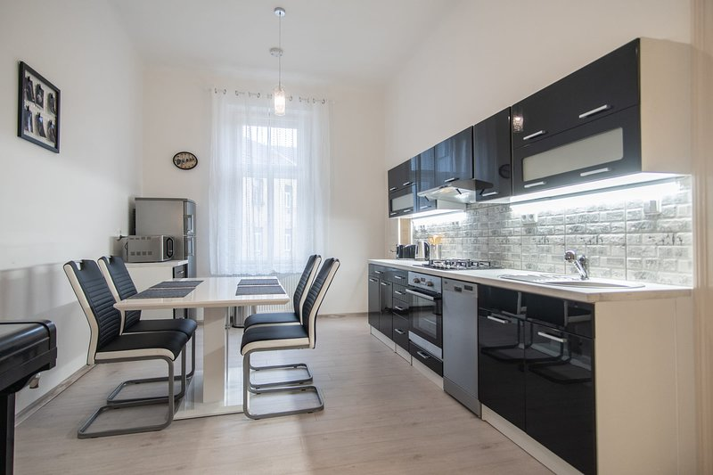 Bright one BR apartment with big living room and free parking by easyBNB, holiday rental in Prague