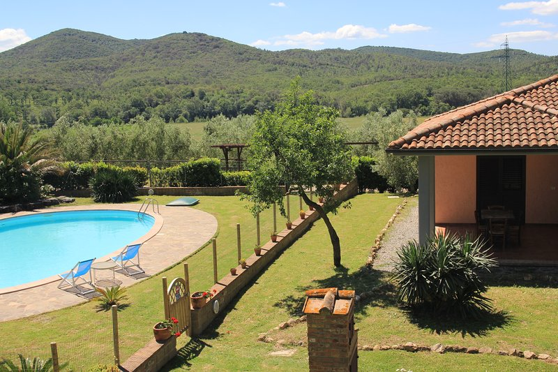 House in Toscany;pool, thermals & sea.Agriturismo.(Po), Ferienwohnung in Manciano