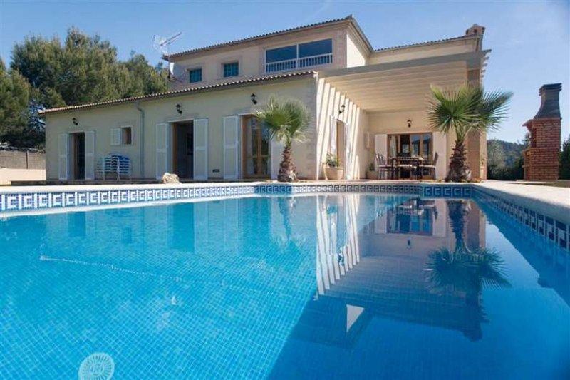 VILLA LA ROMANA- House in Crestatx / Pollença- Private Pool. Jacuzzi. A/C - Free, aluguéis de temporada em Sa Pobla