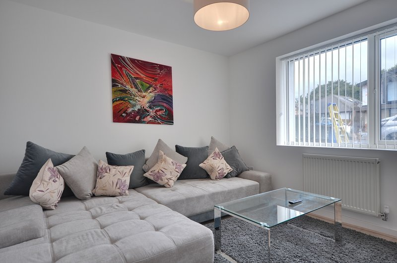 Serenity - Detached house in Whitecliff, near Poole Harbour and Sandbanks, holiday rental in Poole