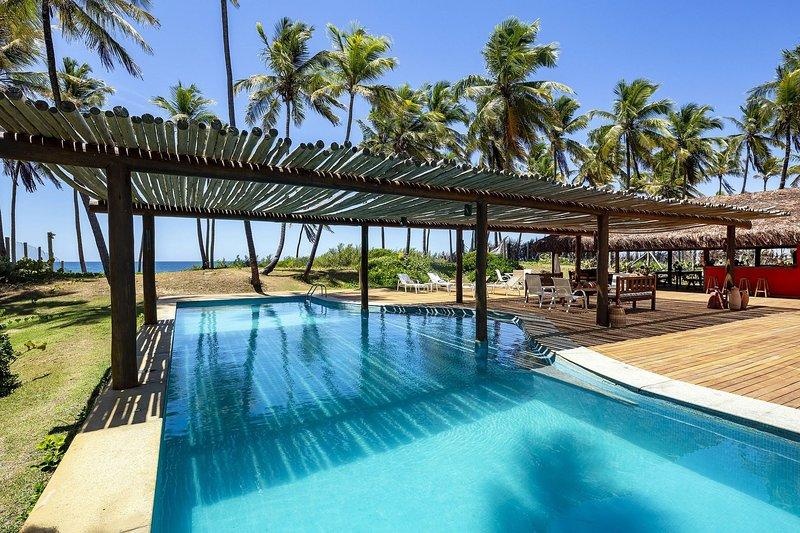 Bah456 - Splendid seafront house in Camaçari, vacation rental in Guarajuba