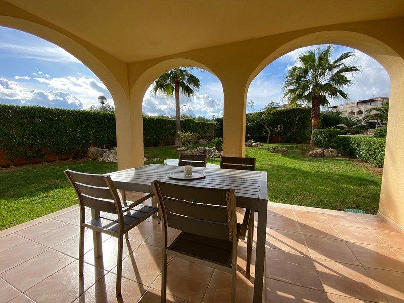 Cala Anguila Sunny Girasol Apt with Pool. Private Garden/Terrace. Aircon/Wifi, alquiler vacacional en Cala Romàntica