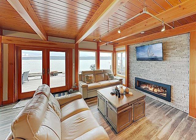'Whalehouse' Waterfront Haven w/ Boat Launch, Fireplaces & Large Deck, holiday rental in Marysville