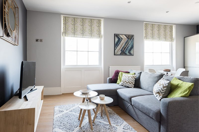 The Riverside Retreat - Modern & Stylish 1BDR Apartment in the Old City, holiday rental in Filton