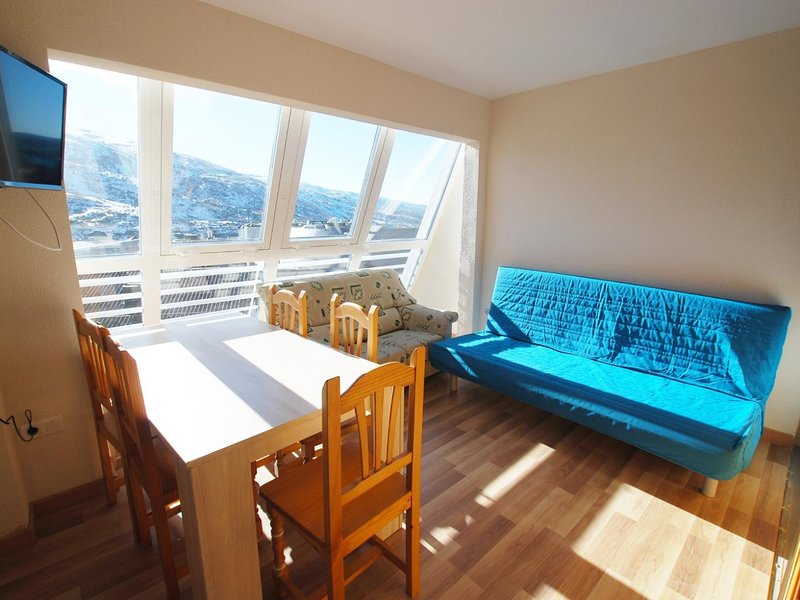 Apartment building Mont Blanc 601, vacation rental in Sierra Nevada National Park