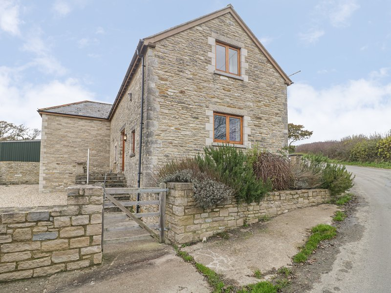 THE OLD BARN, wet room, stunning barn conversion, woodburner, pet-friendly, holiday rental in Worth Matravers