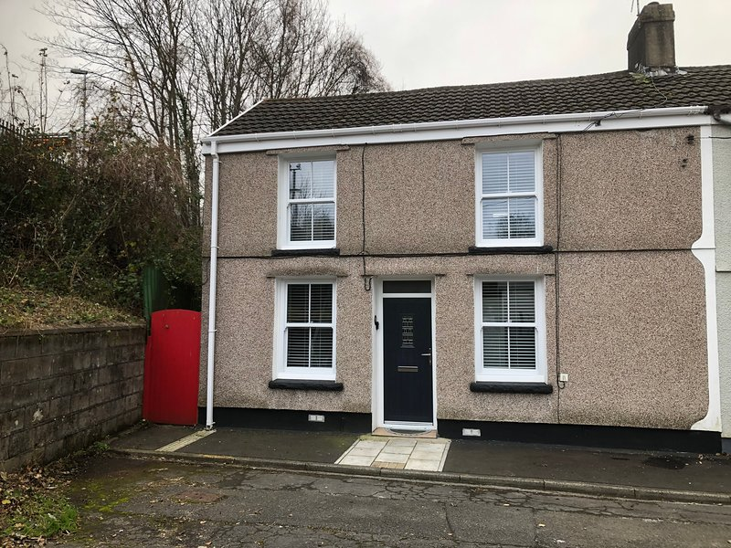2 bed room house, holiday rental in Merthyr Vale