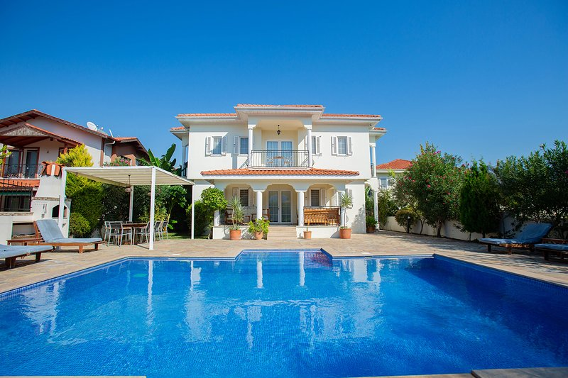 Villa Menekse - Luxury 4 Bedroom villa with private pool in a great location, holiday rental in Koycegiz