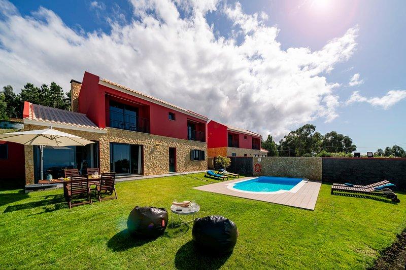 For families with sea view and heated pool - Felicidade Rocha II, casa vacanza a Ponta do Pargo