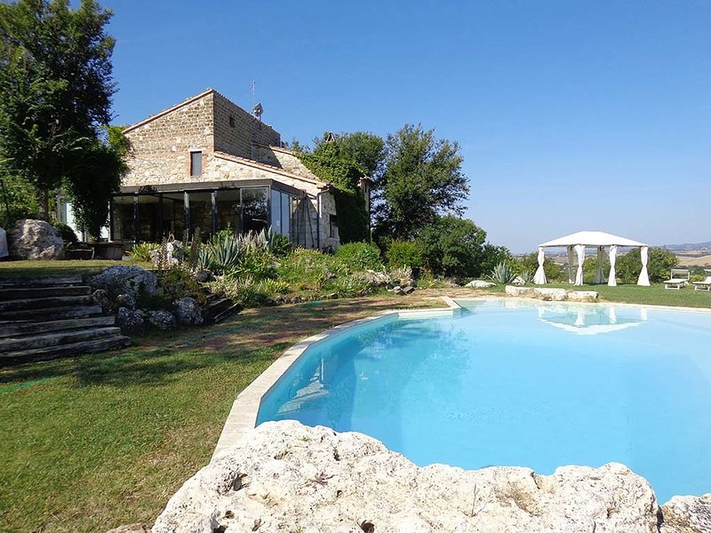 Amazing villa with swimming-pool, holiday rental in Manciano