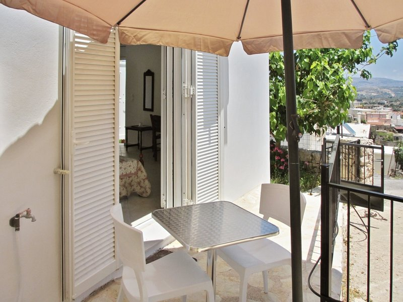 Amazing house with swimming-pool, vakantiewoning in Kastellos