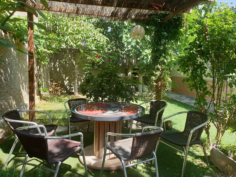 Nice house with garden & terrace, Ferienwohnung in San Martin de Unx