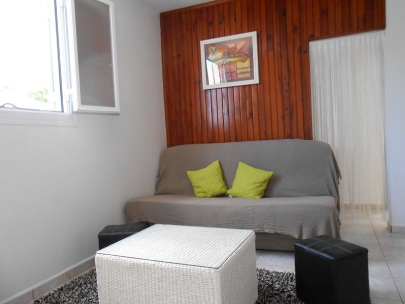 Beautiful apartment with garden, casa vacanza a Bras-Panon