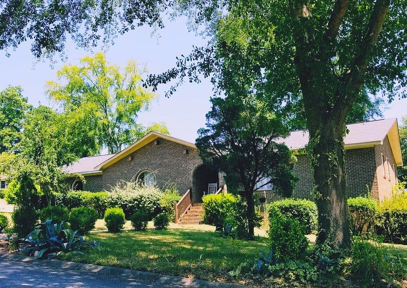 Josie's Cozy Abode near Harbison & Downtown Columbia, alquiler de vacaciones en Irmo