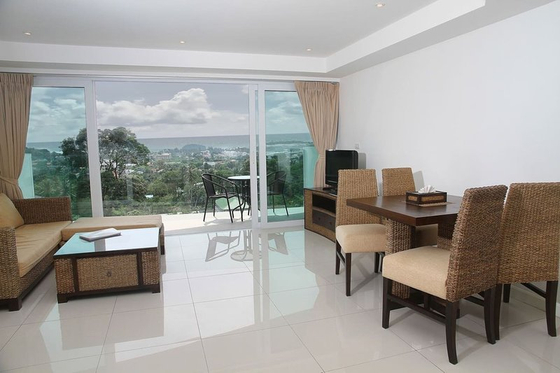 Apartment with shared pool, vacation rental in Ban Kata
