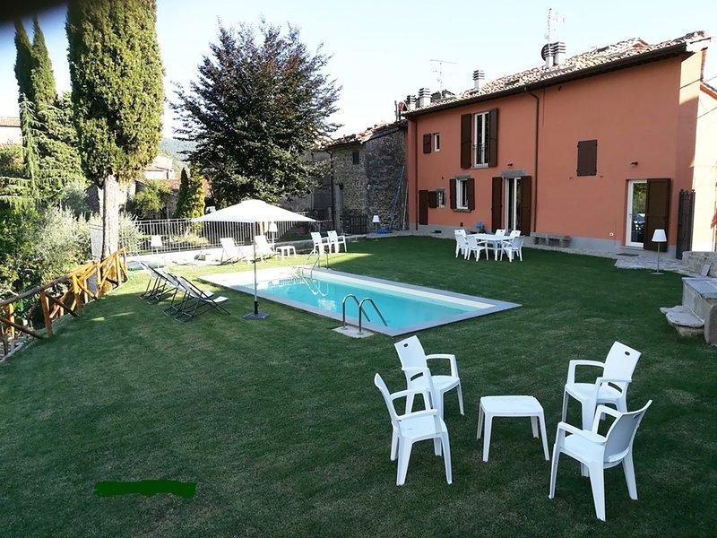 Grisaglia:piano terra,piscina,giardino, posteggio gratis,villaggio medioevale, vacation rental in Colognora
